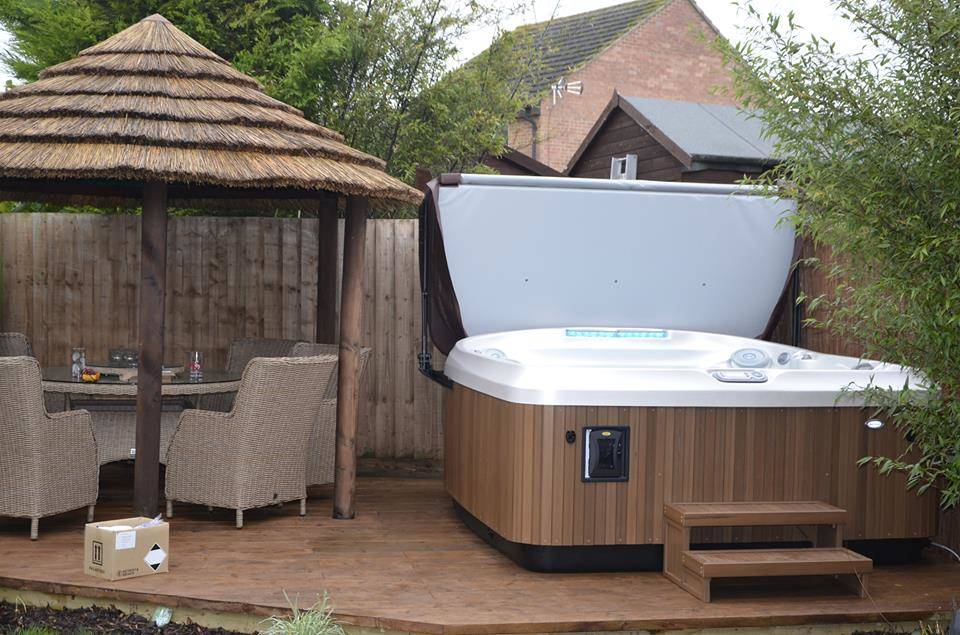 Jacuzzi® J-480™ Customer Review and Installation